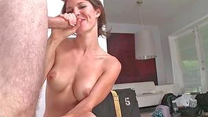 Inviting brunette Jenni Lee receives a nasty sticky facial