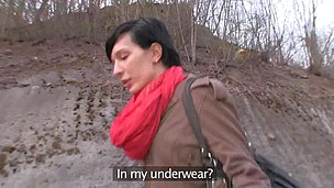 Short -haired Lucia is sampling dude's hard pecker outdoors