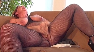 Horny housewife playing with her yam-sized sex toy