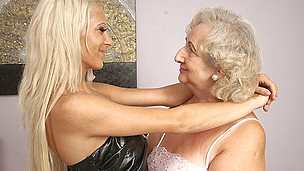 This sexy chick has sex with her aged lesbian paramour