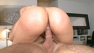 Pornstar Alexis Texas gives hunk a wild cowgirl riding
