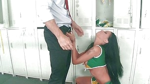 cheerleader raven bay knows how to suck a dick!
